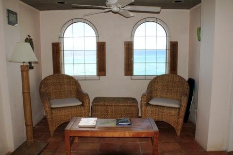relaxing living room at applesurf villas